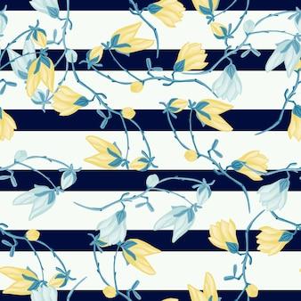 Magnólias padrão sem emenda em fundo de listra. textura bonita com flores azuis e amarelas da primavera. molde floral aleatório para tecido. ilustração em vetor design.