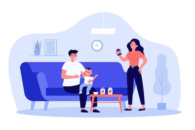 Mamãe e papai alimentando criança em casa