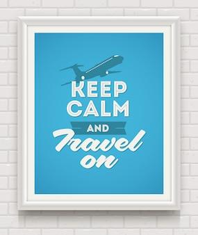 Mantenha a calma e viaje - cartaz com citação no quadro branco em uma parede de tijolos brancos