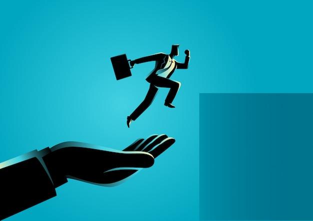Mão ajudando um empresário a saltar mais alto
