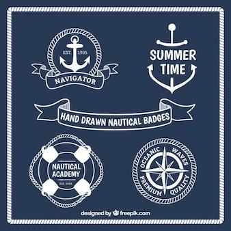 Mão branca desenhada emblemas náuticas
