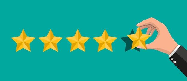 Mão coloca classificação. avaliações de cinco estrelas.