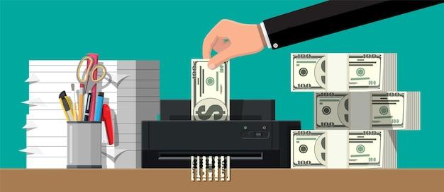 Mão, colocando notas de dólar na máquina trituradora. terminação de destruição cortando dinheiro. perder dinheiro ou gastos excessivos.