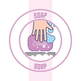 Mão, com, bolhas sabão, emblema limpo, banheiro