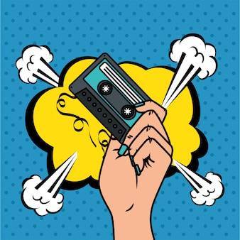 Mão com cassete e nuvem estilo pop art