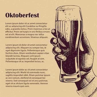 Mão com copo de cerveja. banner da oktoberfest