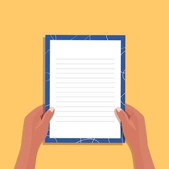 Mão com envelope isolado. pacote fechado desenhado à mão com carta