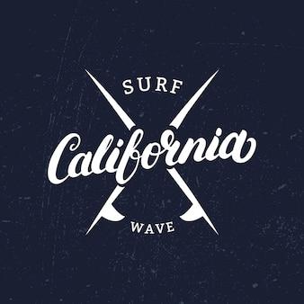 Mão de califórnia escrita letras com pranchas de surf.