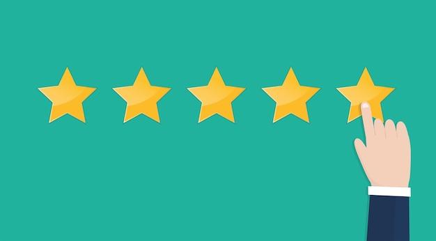 Mão de empresário apontando cinco estrelas de avaliação