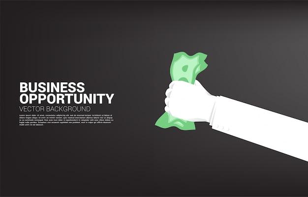 Mão de empresário pegando dinheiro. conceito de oportunidade de negócio e economia