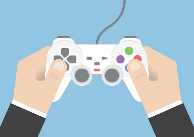 Mão de empresário segurando joystick ou controlador de jogo