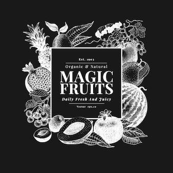 Mão de frutas e bagas desenhada no quadro de giz