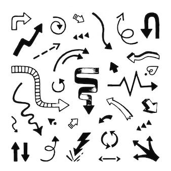 Mão de setas desenhada. doodle ponteiros de seta de linha esboçada e símbolos de rabisco de direção