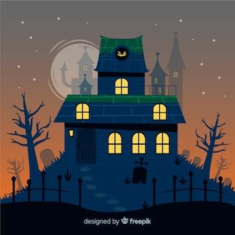 Mão desenhada casa de halloween com torres no fundo