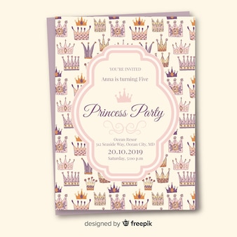 Mão desenhada coroas modelo de convite de festa de princesa