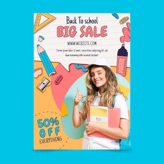 Mão desenhada de volta para o modelo de folheto de venda vertical da escola com foto