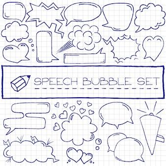 Mão desenhada discurso bolhas com corações e nuvens, caneta azul effec