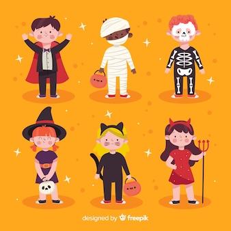 Mão desenhadas crianças vestidas como monstros para o dia das bruxas