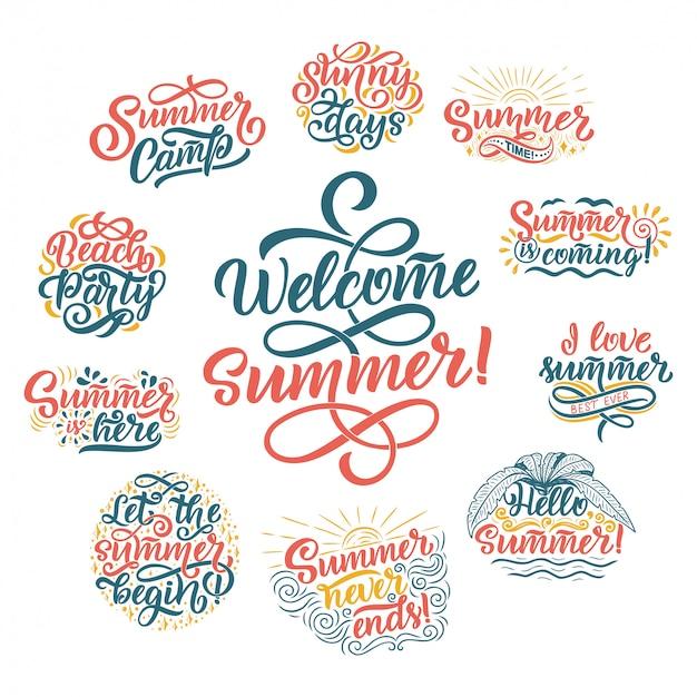 Mão desenhado conjunto com letras sobre o verão