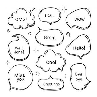 Mão desenhado conjunto de balões de fala com palavras, ilustração de nuvem.