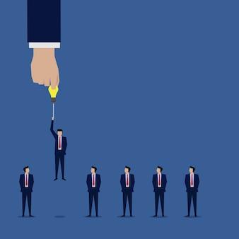 Mão escolher empresário com a idéia para o próximo nível superior.
