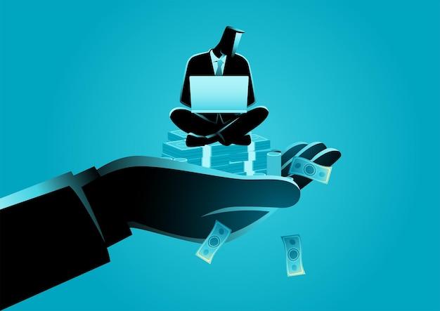 Mão gigante segurando um empresário que trabalha em um laptop em uma pilha de dinheiro, um salário alto, cuidados de funcionários