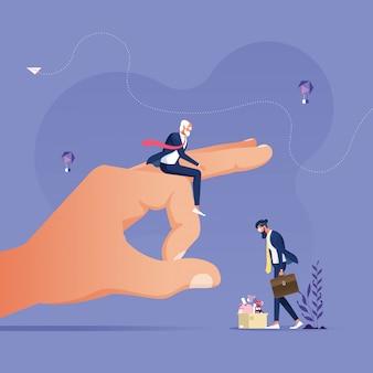 Mão grande dando movimento no empresário para empurrá-lo para fora - ficando demitido conceito