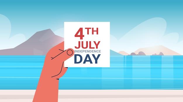 Mão humana segurando, cartão do dia da independência de 4 de julho