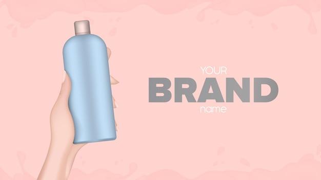 Mão segura uma garrafa de plástico. mão feminina realista com uma garrafa. bom para shampoo ou gel de banho. banner para publicidade de cosméticos. vetor.