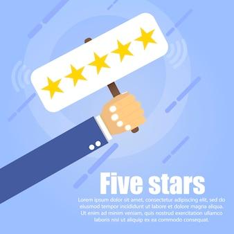 Mão segura uma mesa com cinco estrelas douradas