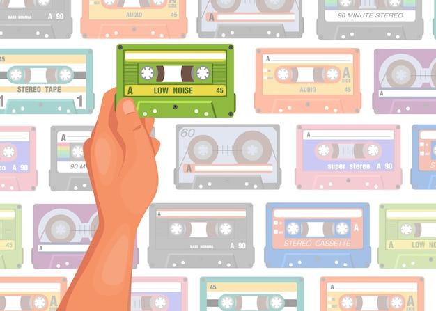 Mão segurando a ilustração dos desenhos animados da cassete. pessoa escolhendo a fita para ouvir com padrão de fita sem costura