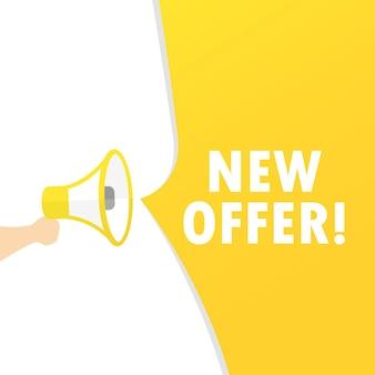 Mão segurando o megafone com a nova mensagem de oferta. anúncio. alto-falante. banner para negócios, marketing e publicidade. vetor em fundo isolado. eps 10