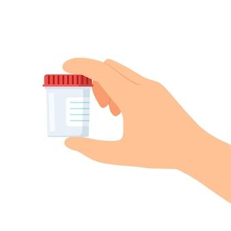 Mão segurando o recipiente de plástico de urina vazio em fundo branco.