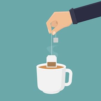 Mão segurando o saquinho de chá e mergulhando o chá em uma ilustração de vidro