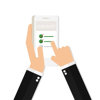 Mão segurando o telefone com o dedo apontando para a lista de verificação