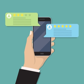 Mão segurando smartphone com avaliação de revisão