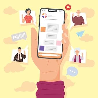 Mão segurando smartphone e conversando