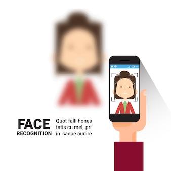 Mão, segurando, telefone esperto, digitalizando, mulher, rosto, modernos, sistema identificação, controle acesso, tecnologia, biometrical, reconhecimento, conceito