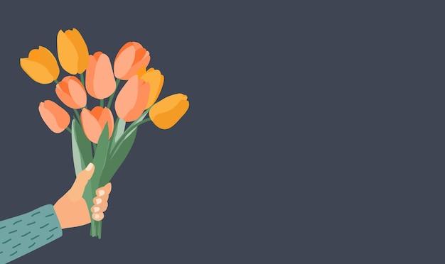 Mão segurando um buquê de tulipas de flores da primavera