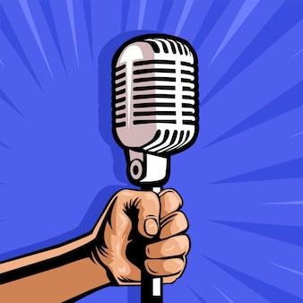 Mão segurando um microfone vintage