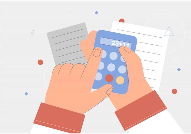 Mão segurando uma calculadora, documentos.