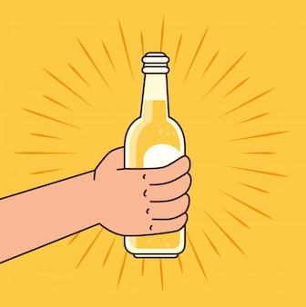 Mão segurando uma garrafa de cerveja, sobre fundo amarelo