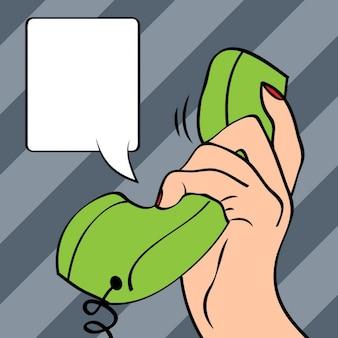 Mão segurando uma ilustração da arte pop telefone