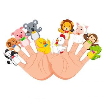Mão usando 10 dedo fantoche de animais que são muito engraçados
