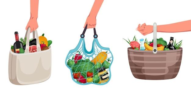 Mãos carregando sacolas de frutas