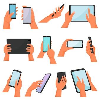 Mãos com gadgets mão segurando o telefone móvel ou tablet conjunto de ilustração de caracteres trabalhando no dispositivo digital com smartphone touchscreen ou celular isolado no fundo branco