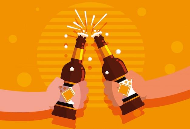 Mãos, com, garrafas, de, cervejas, brinde