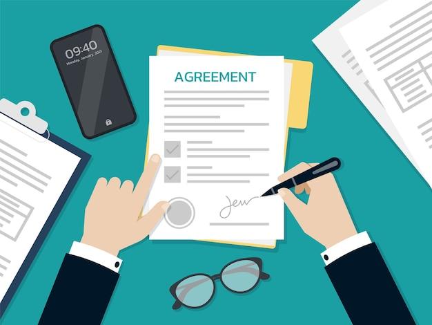 Mãos de empresário assinando e carimbadas no documento do formulário de acordo, conceito de negócio