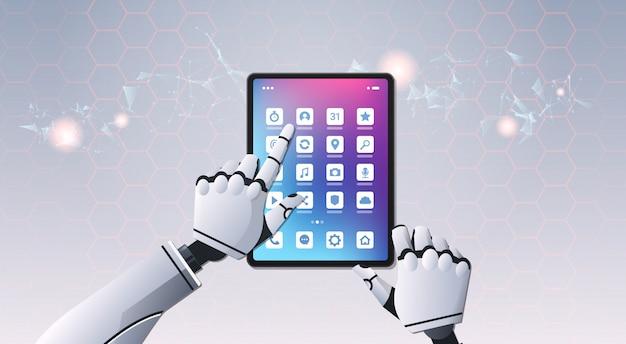 Mãos de robô usando tablet
