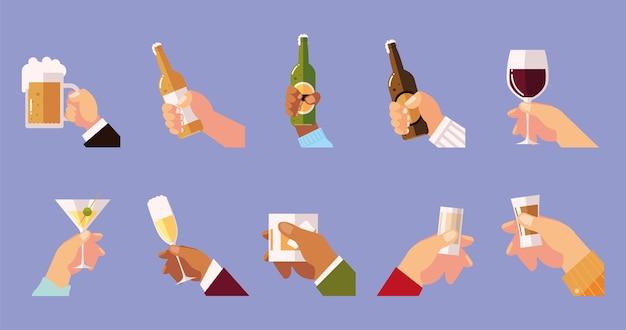 Mãos diferentes segurando copos, copos, garrafas, bebidas, saudações